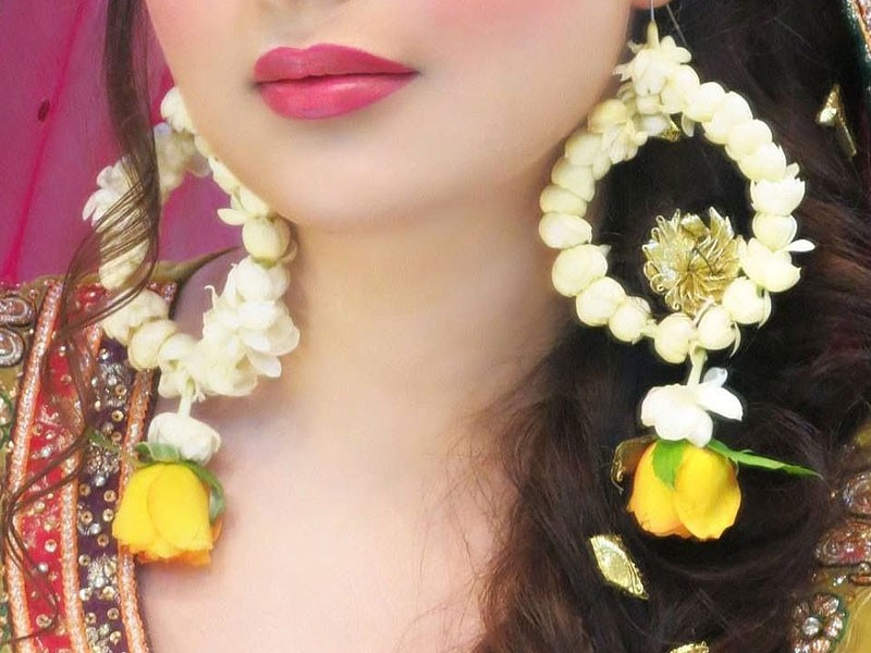 Mehndi Hairstyles With Paranda : 5 accessories to pair up with mehndi dress pakstyle fashion blog