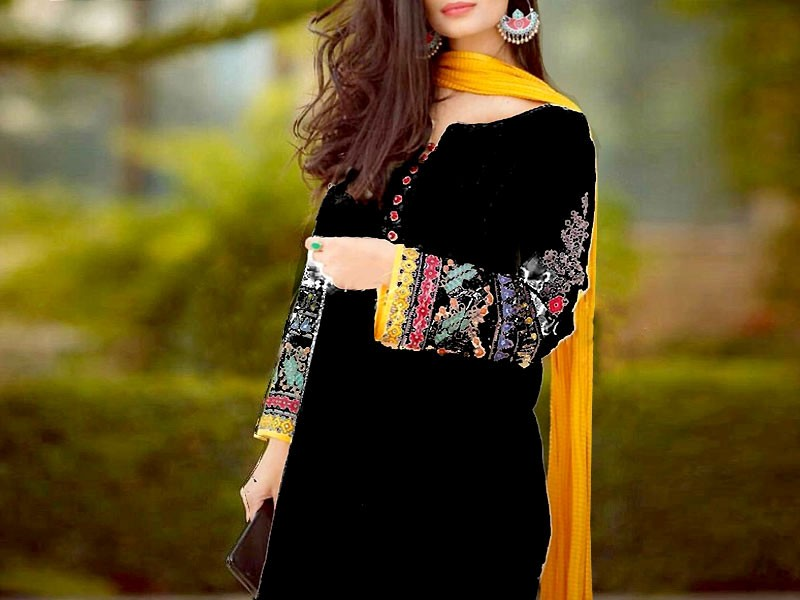 Elegant Embroidered Black Cotton Dress with Chiffon Dupatta