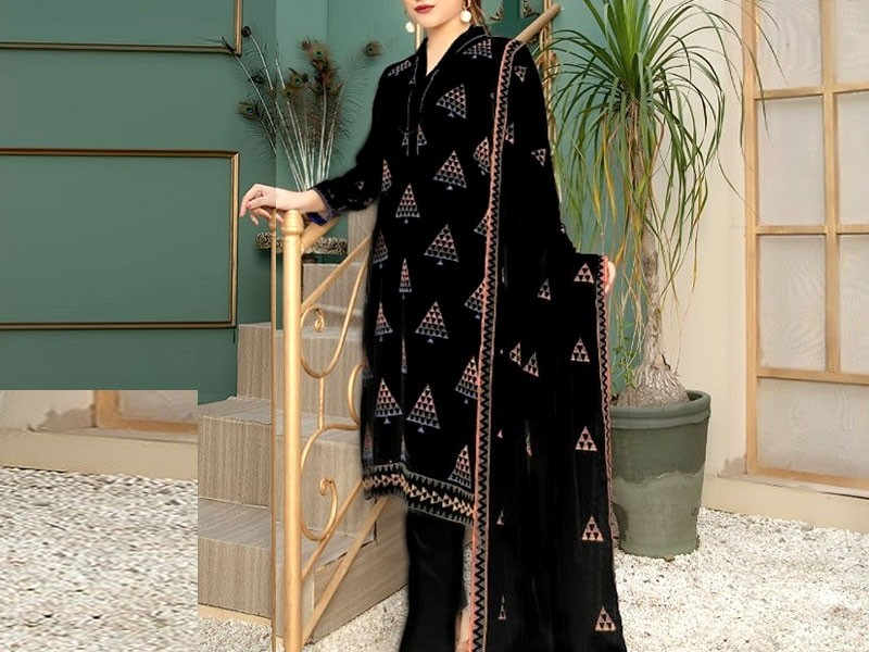 Heavy Embroidered Black Cotton Lawn Dress 2021 with Emb. Chiffon Dupatta