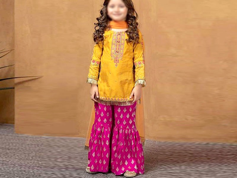 Kids Embroidered Eid Lawn Suit 2021 with Net Dupatta Price in Pakistan