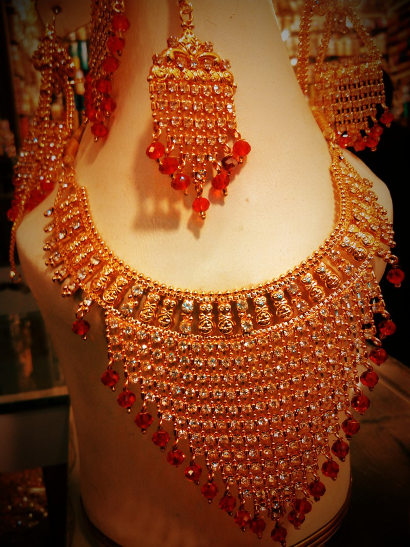 Indian gold bridal jewelry sets