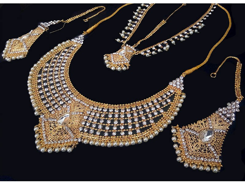 Pearl Golden Jewellery Set with Matha Patti Price in Pakistan