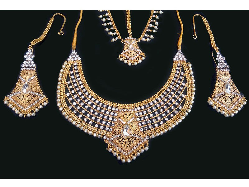Pearl Golden Jewellery Set with Matha Patti in Pakistan