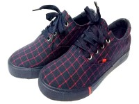 Fashionable Men's Sports Shoes in Pakistan