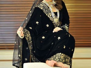 Elegant Embroidered Black Bridal Velvet Shawl Price in Pakistan