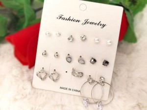 9 Pairs of Trendy Ear Studs Price in Pakistan