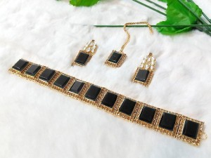 Elegant Black Stones Golden Jewellery Set Price in Pakistan