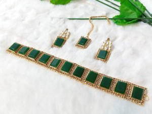 Elegant Green Stones Golden Jewellery Set Price in Pakistan