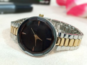 Elegant Black Dial Ladies Bracelet Watch