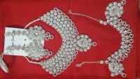Beautiful Stone Jewellery with Side Matha Patti in Pakistan