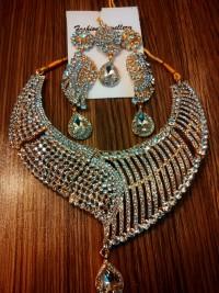 Stylish Stone Jewelry Set in Pakistan