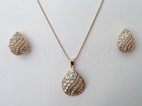 Golden Locket Set in Pakistan