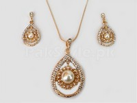 Elegant Pearl Jewllery Set in Pakistan