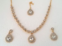 Golden Fashion Jewellery Set in Pakistan